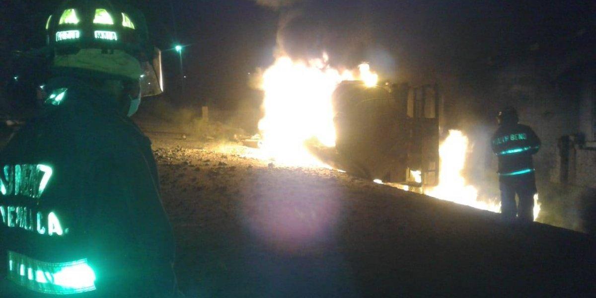 EN IMÁGENES. Camión cisterna se incendia en Alta Verapaz; se reporta un fallecido