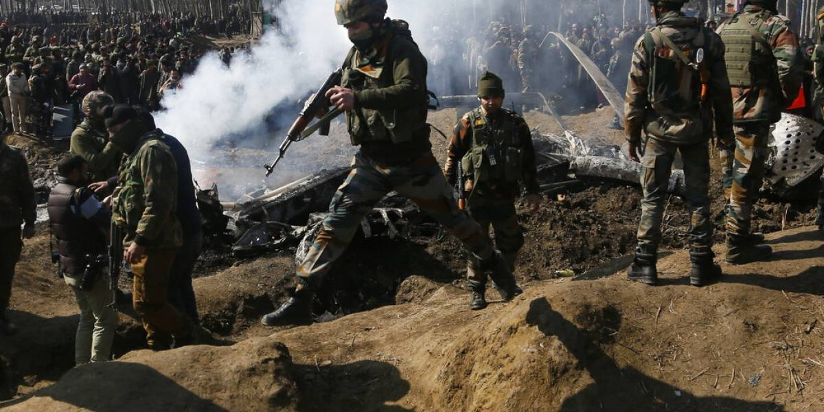Se eleva la tensión: Pakistán derriba dos aviones de guerra de la India, captura a los pilotos y aumenta la escalada de violencia en Cachemira