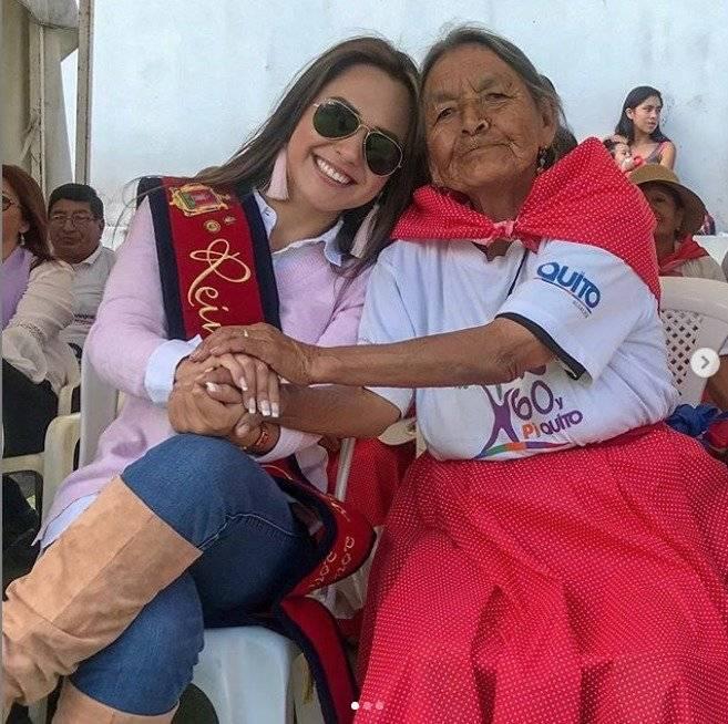 Daniela con usuarios del Centro de Experiencia del Adulto Mayor (CEAM) Tumbaco