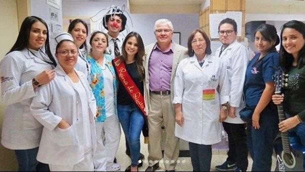 Con los niños del área de infectología, traumatología y neurocirugía del Hospital Pediátrico Baca Ortiz
