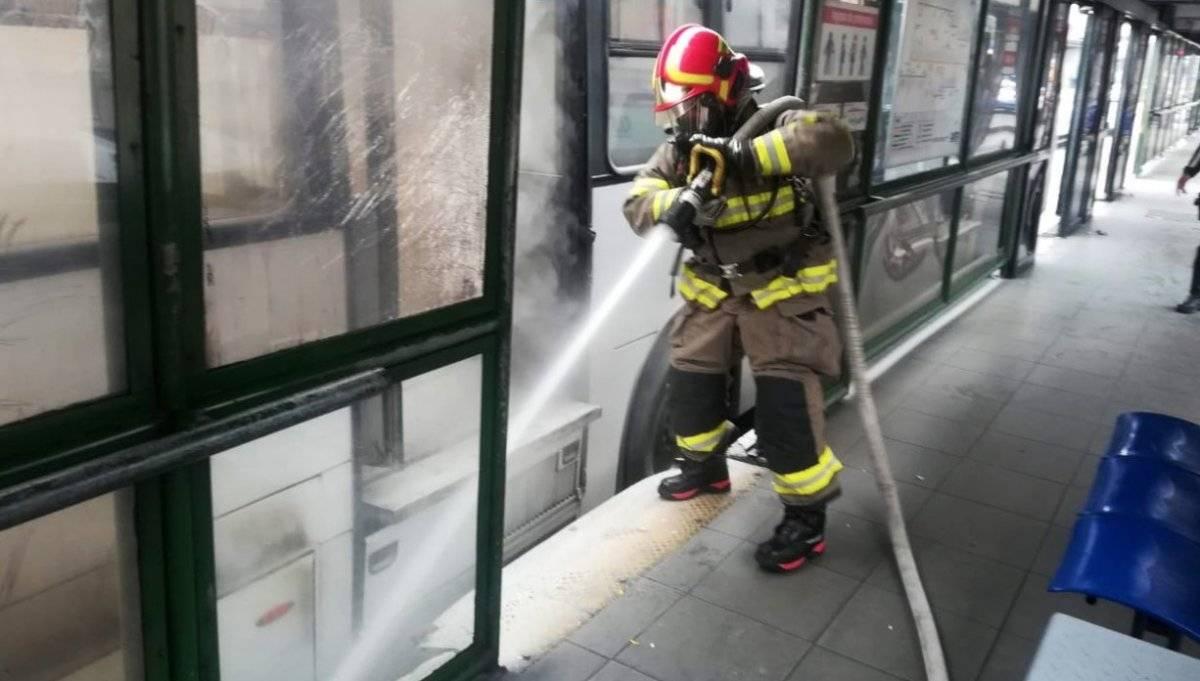 Incendio vehicular en la avenida Napo, sur de Quito