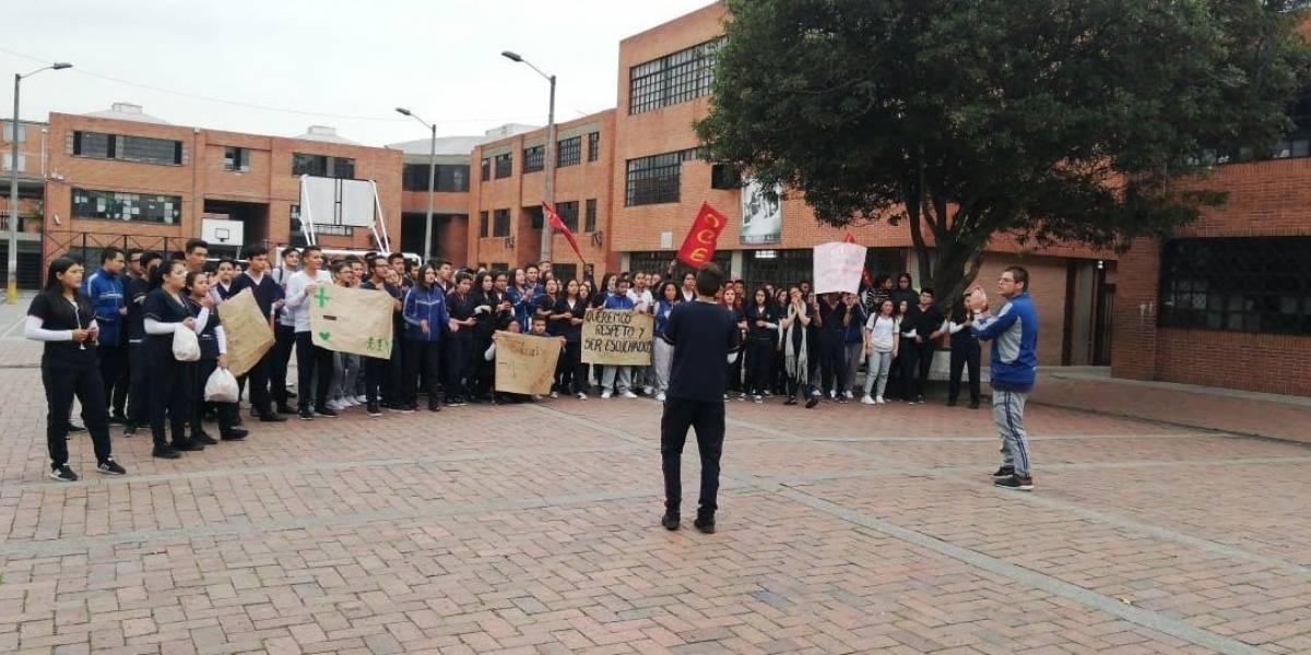 Estudiantes se toman colegio en Fontibón para exigir reparaciones urgentes