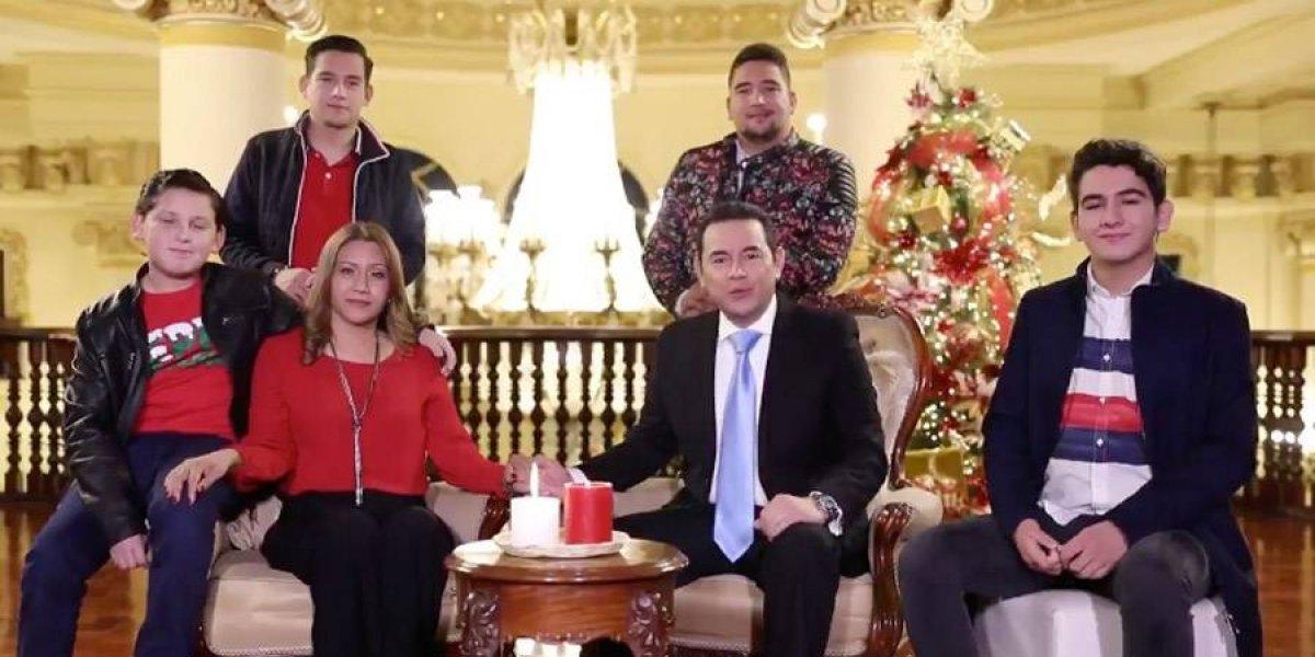 """El hijo del presidente viaja a ver al clásico español y le llueven críticas por imitar el acento """"madrileño"""""""