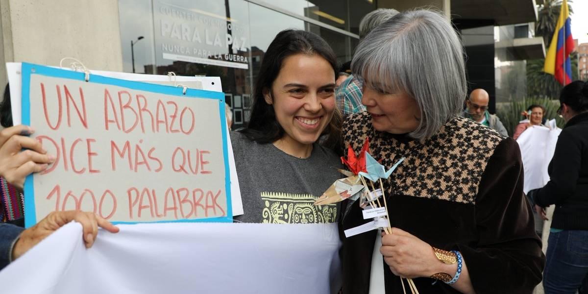 Ciudadanos se reunieron para darle un abrazo a la JEP