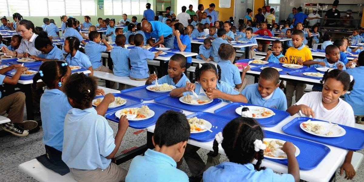 El mandatario Medina dice en el 2018 se logró incorporar 68% de la población escolar en Jornada Escolar Extendida