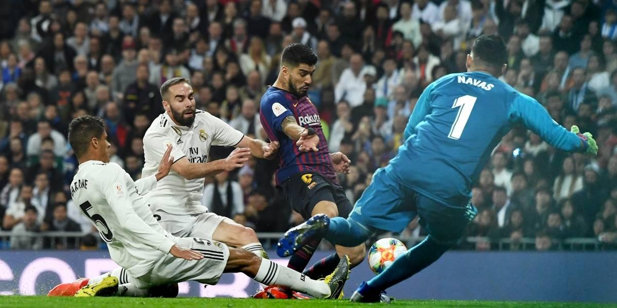 ¡Qué dolor! Así de mal le quedó la rodilla a Varane en el clásico Madrid-Barça