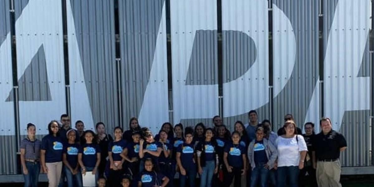 """Unas 25 niñas y jóvenes de residencial en San Juan completan ciclo del programa educativo """"In The Clouds"""""""
