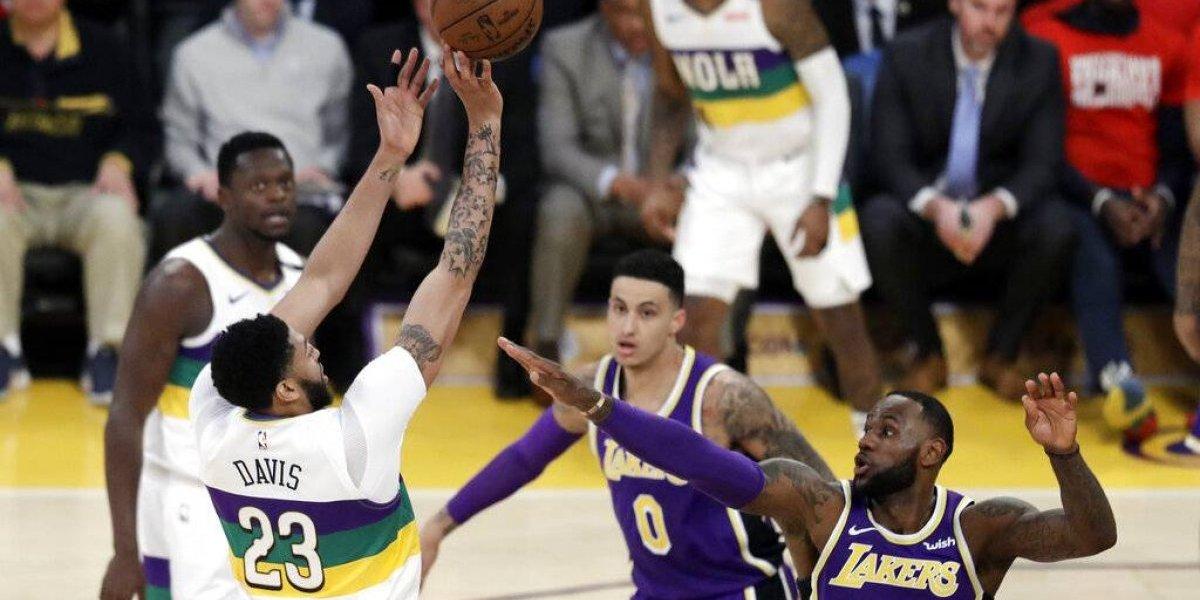 LeBron anota 33 puntos en victoria sobre los Pelicans