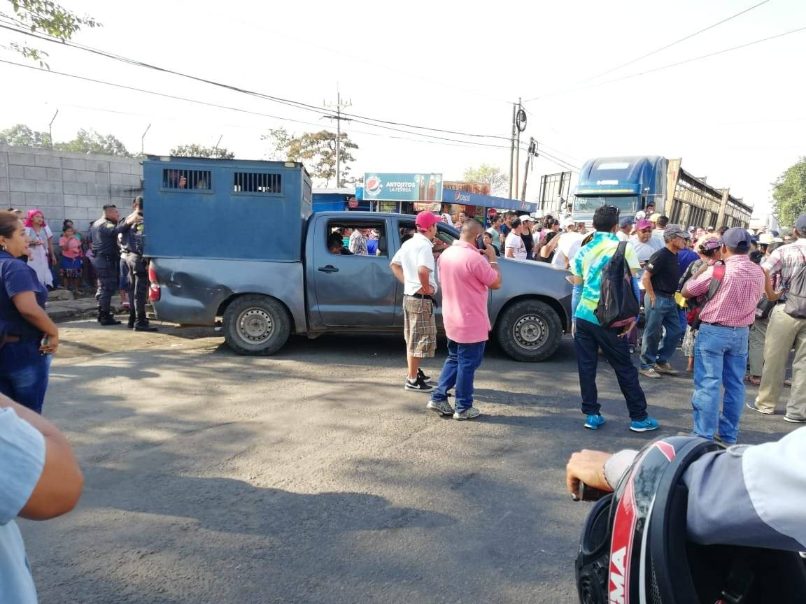 Bloquean ruta a Occidente
