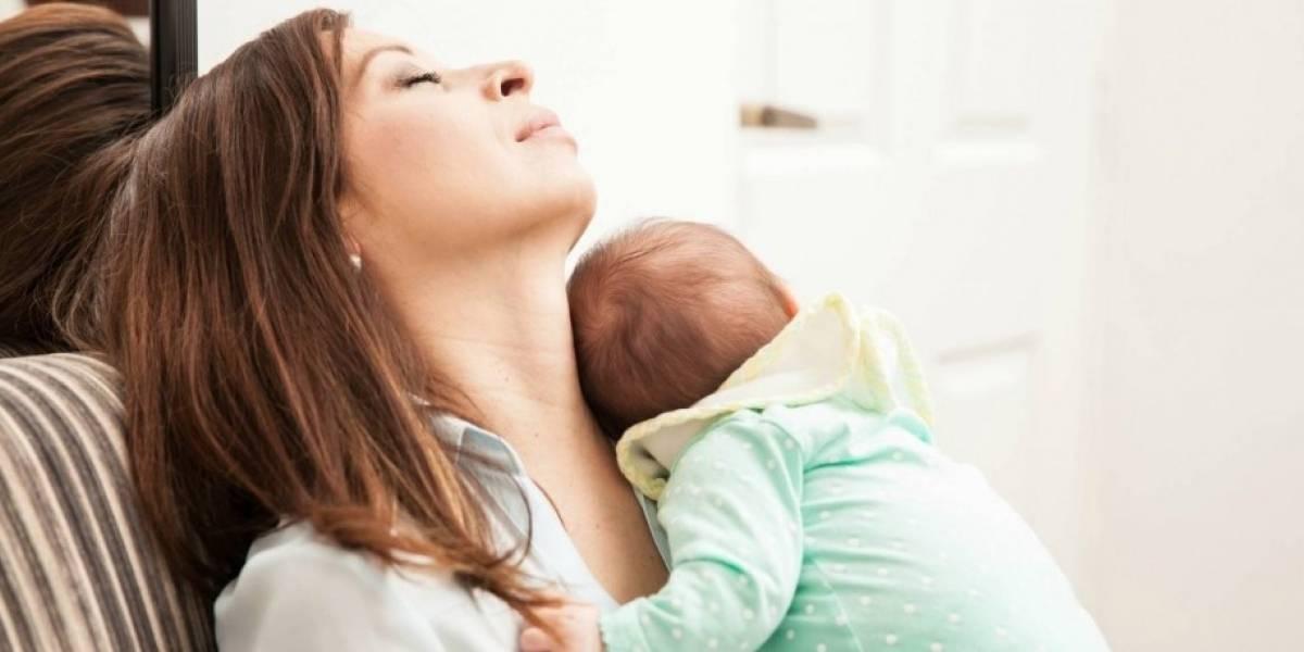 """No me digan que ya lo saben: según un estudio, padres no recuperarán el """"sueño normal"""" hasta 6 años después del nacimiento de su primer hijo"""