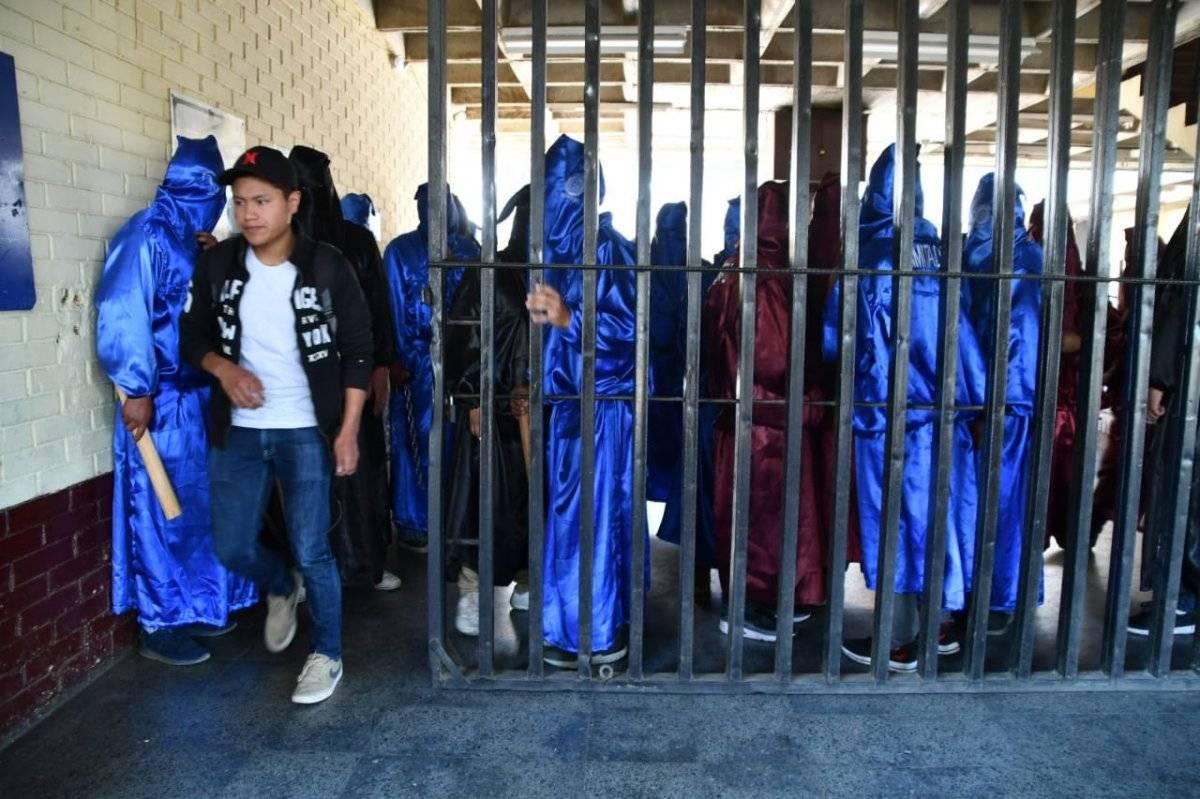 Encapuchados hacen cobros ilegales en el CUNOC