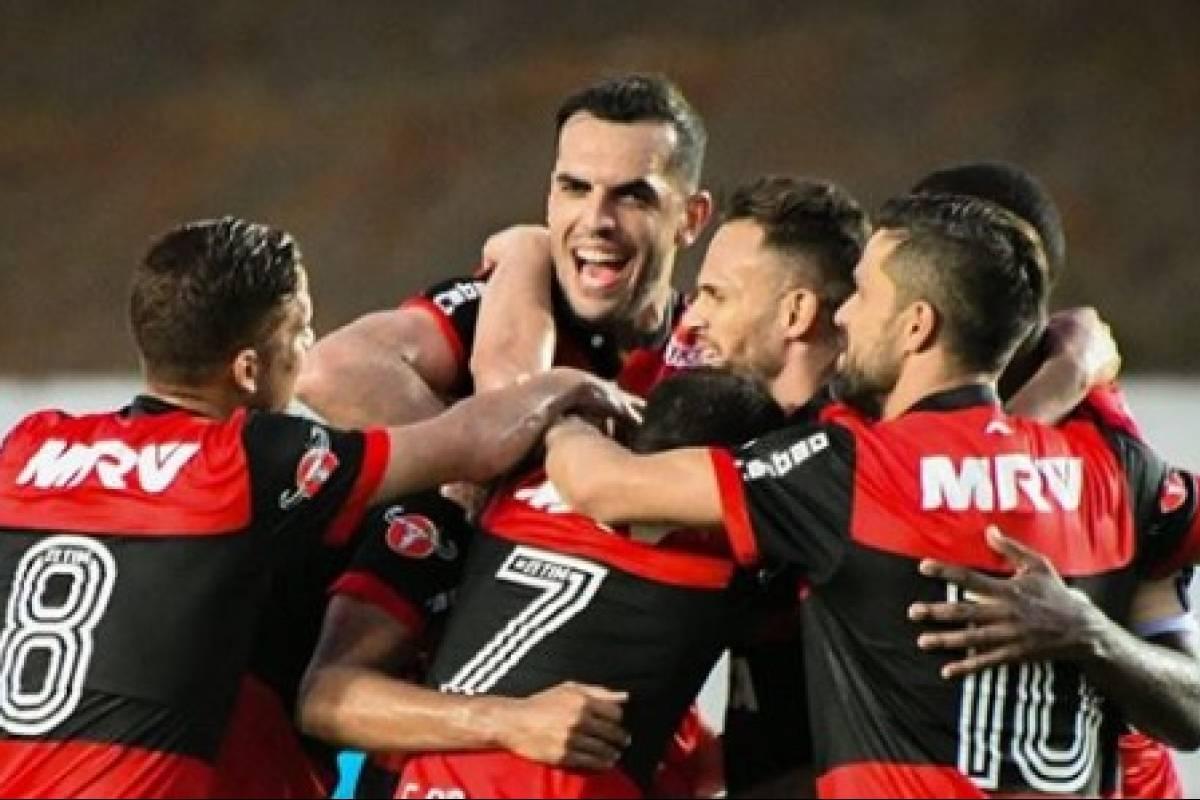 4724cd8a18feb Flamengo  Imagens vazadas do suposto novo uniforme causam reações adversas  de torcedores na internet