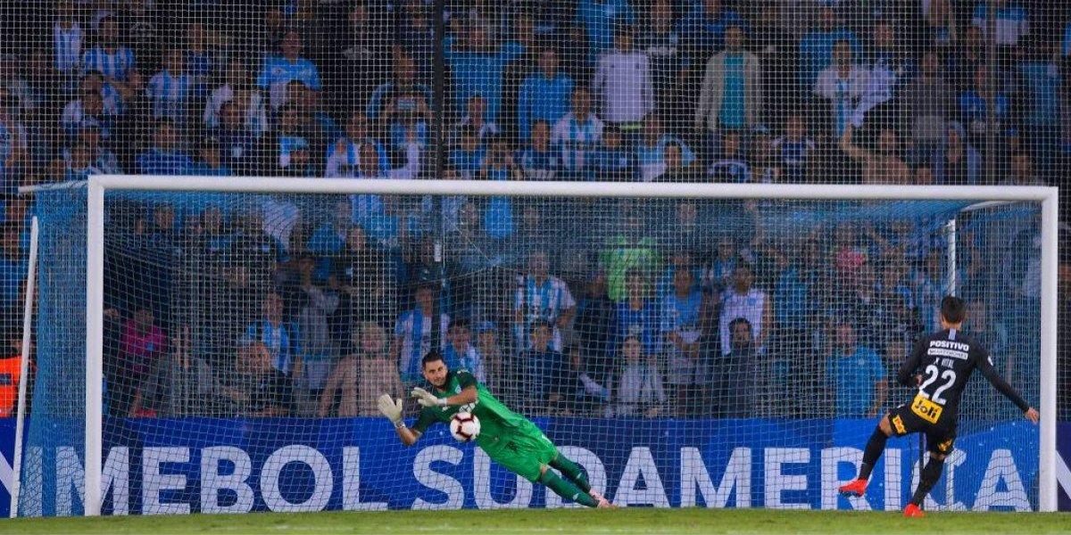 La gran actuación de Gabriel Arias no le alcanzó a Racing para avanzar en la Copa Sudamericana