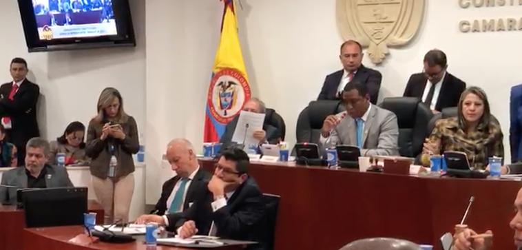 MinDefensa ni se dio por enterado cuando Ángela Robledo lo acusaba en pleno debate