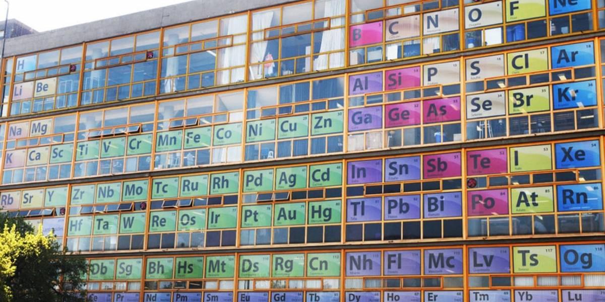 Crean gigantesca Tabla Periódica en edificio de la UNAM en México