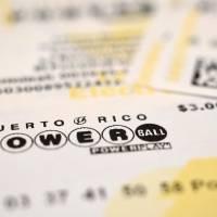 Powerball juega esta noche la enorme suma de $550 millones