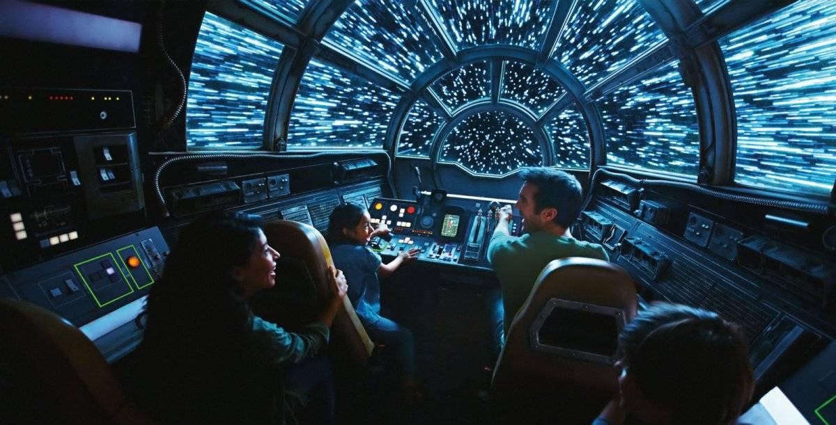 Arte de conceito de uma das atrações, em que você pilota a Falcon Reprodução: Disney Parks