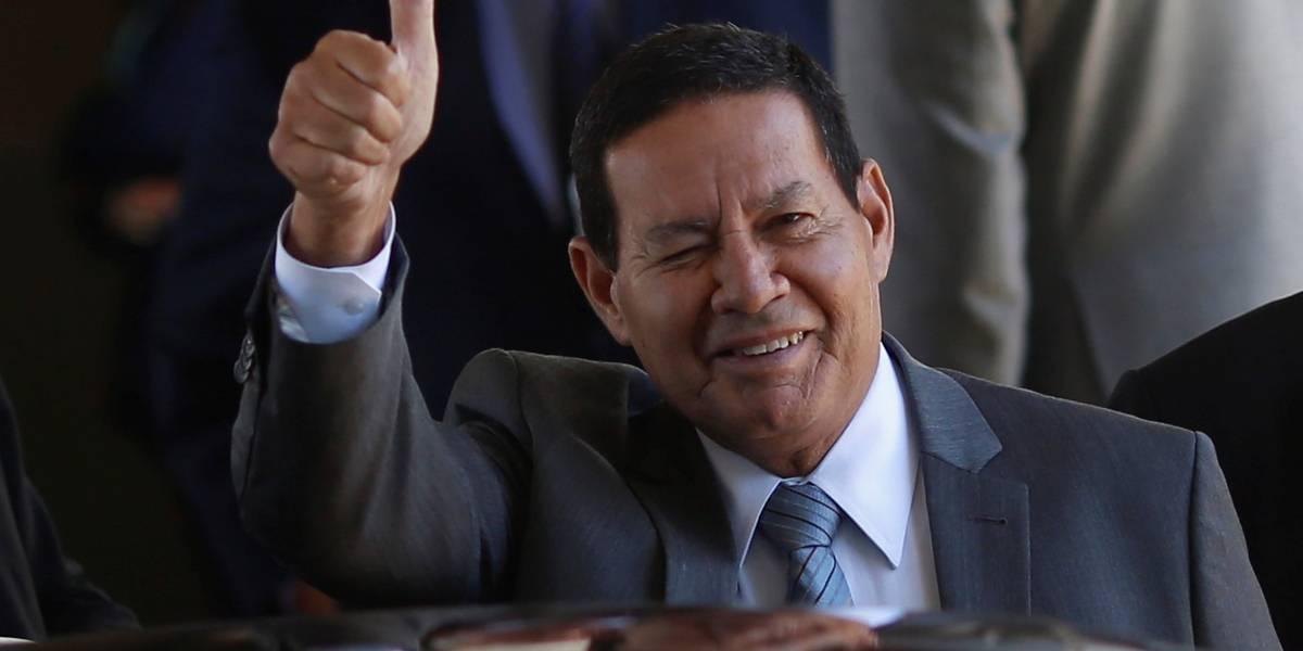 Mourão mostra-se inabalado por pedido de impeachment: 'Se prosperar, volto para a praia'