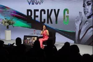 Becky G responde a las críticas de sus letras