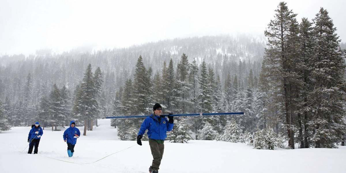 Fuertes tormentas de nieve terminan con sequía en California