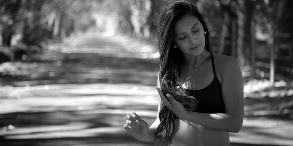 Fortalece tus piernas y abdomen: ¡Entrenamiento con bandas elásticas!