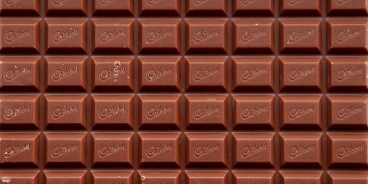 """Empresa dueña de Oreo, Cadbury y Milka busca catador de chocolate y pagan $10 mil por hora: el único requisito es tener """"pasión"""" por comer"""