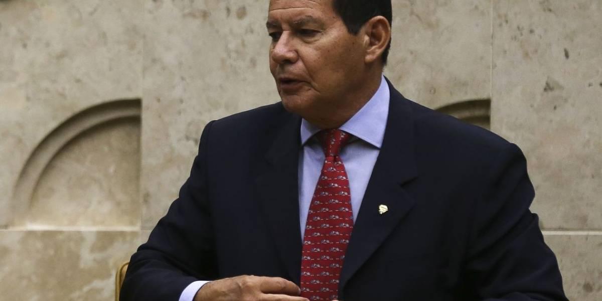 Mourão volta atrás e diz que Bolsonaro não sabia de vídeo em defesa do golpe militar de 1964