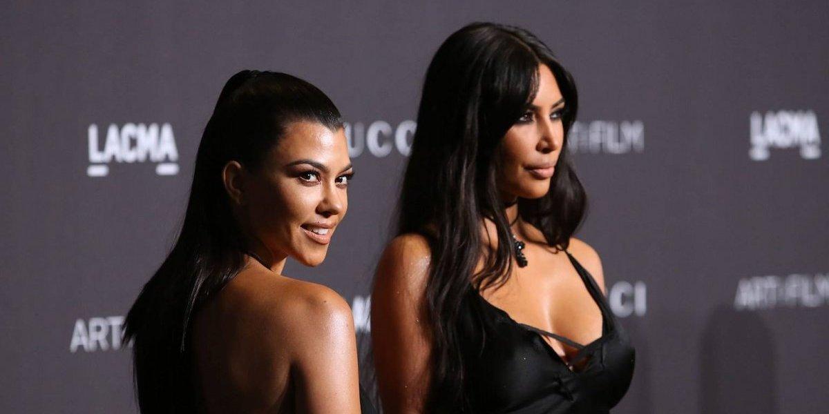 """Publican """"la peor foto"""" de Kim y Kourtney Kardashian luciendo irreconocibles"""