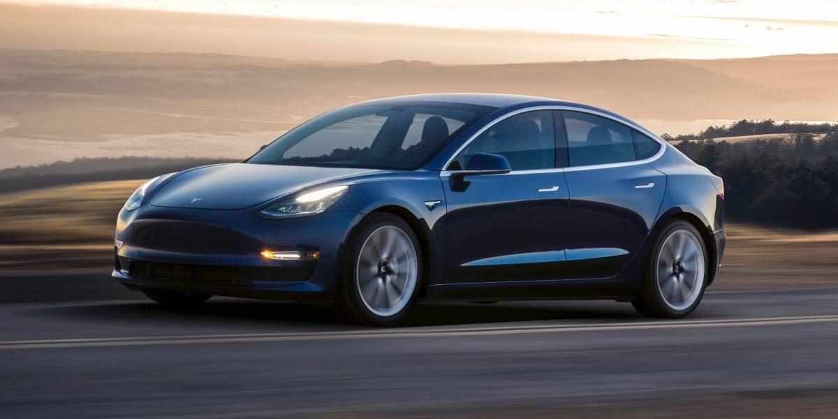 Elon Musk anuncia o Tesla Model 3, o carro mais barato produzido pela empresa até hoje