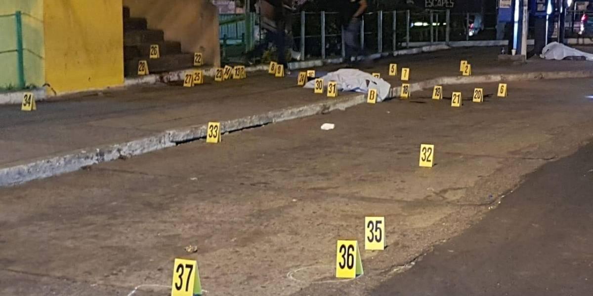 Tres fallecidos y siete heridos deja balacera en la calzada San Juan