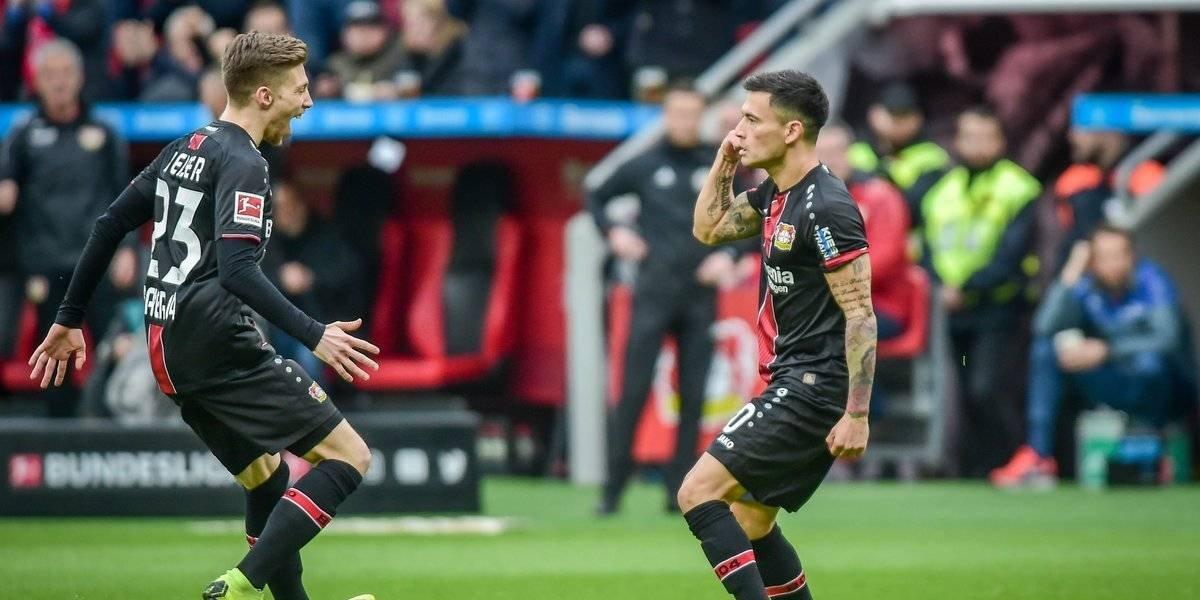 ¡Qué golazo! Charles Aránguiz se lució con un cañonazo fuera del área para Leverkusen