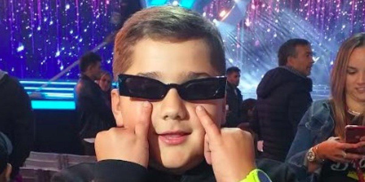 El niño que recibió los lentes de Bad Bunny en Viña 2019