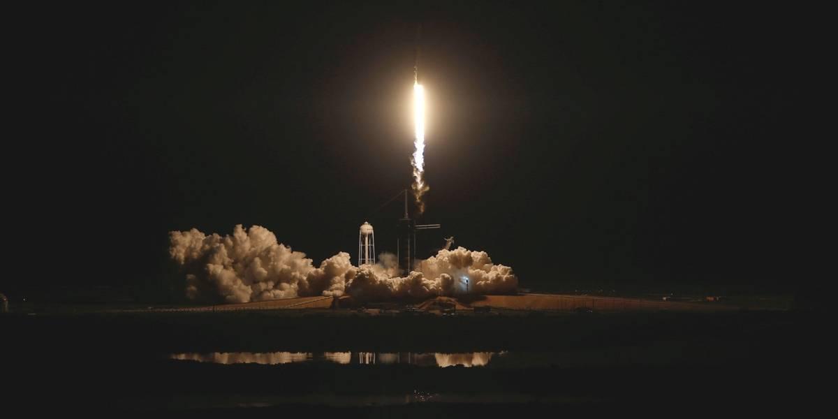 SpaceX lança cápsula para tripulação rumo à Estação Espacial