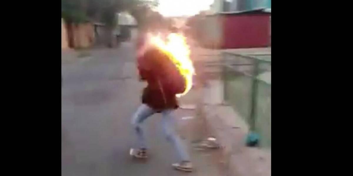 Crudas imágenes: delincuentes le prenden fuego a mujer para robarle su dinero en Quilicura