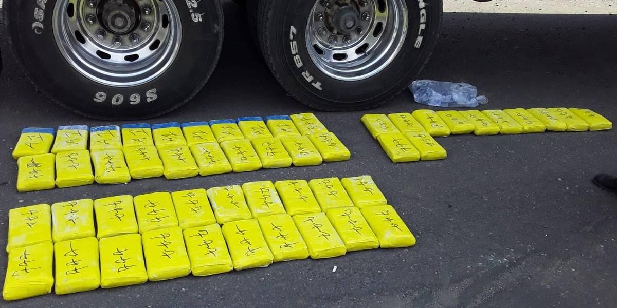 Autoridades inspeccionan camión en Suchitepéquez con posibles objetos ilícitos