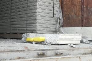 Las planchas de concreto que iban en el camión contenían unos paquetes que serán examinados.