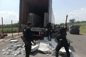Dentro del camión había planchas de concreto.