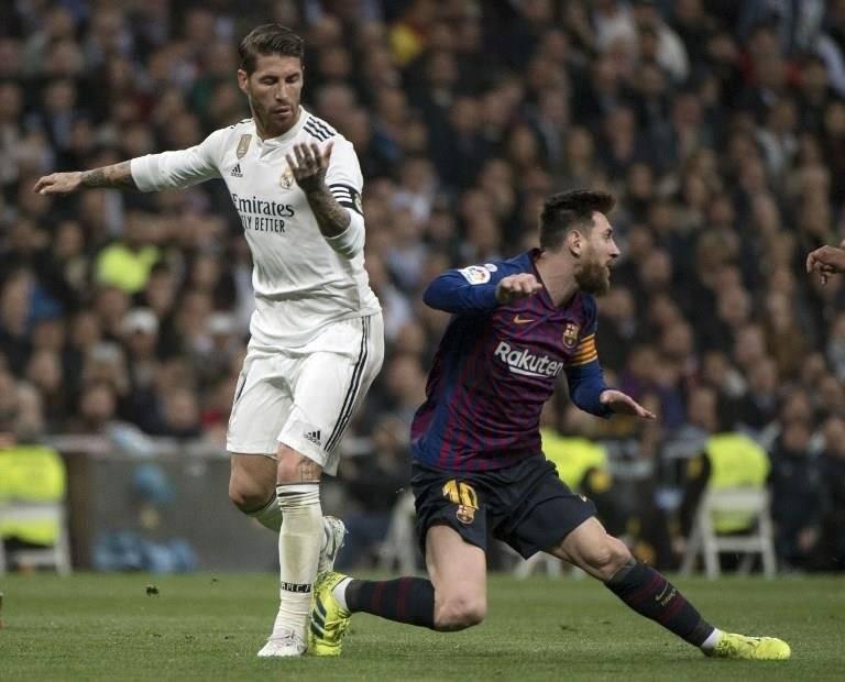 Esta es la agresión de Ramos a Messi que generó polémica. AFP