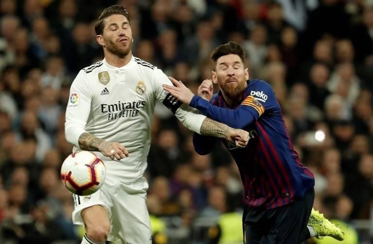 Momento en que Ramos agrede a Messi. AFP