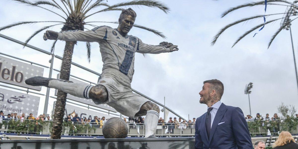VIDEO: LA Galaxy devela la estatua de David Beckham