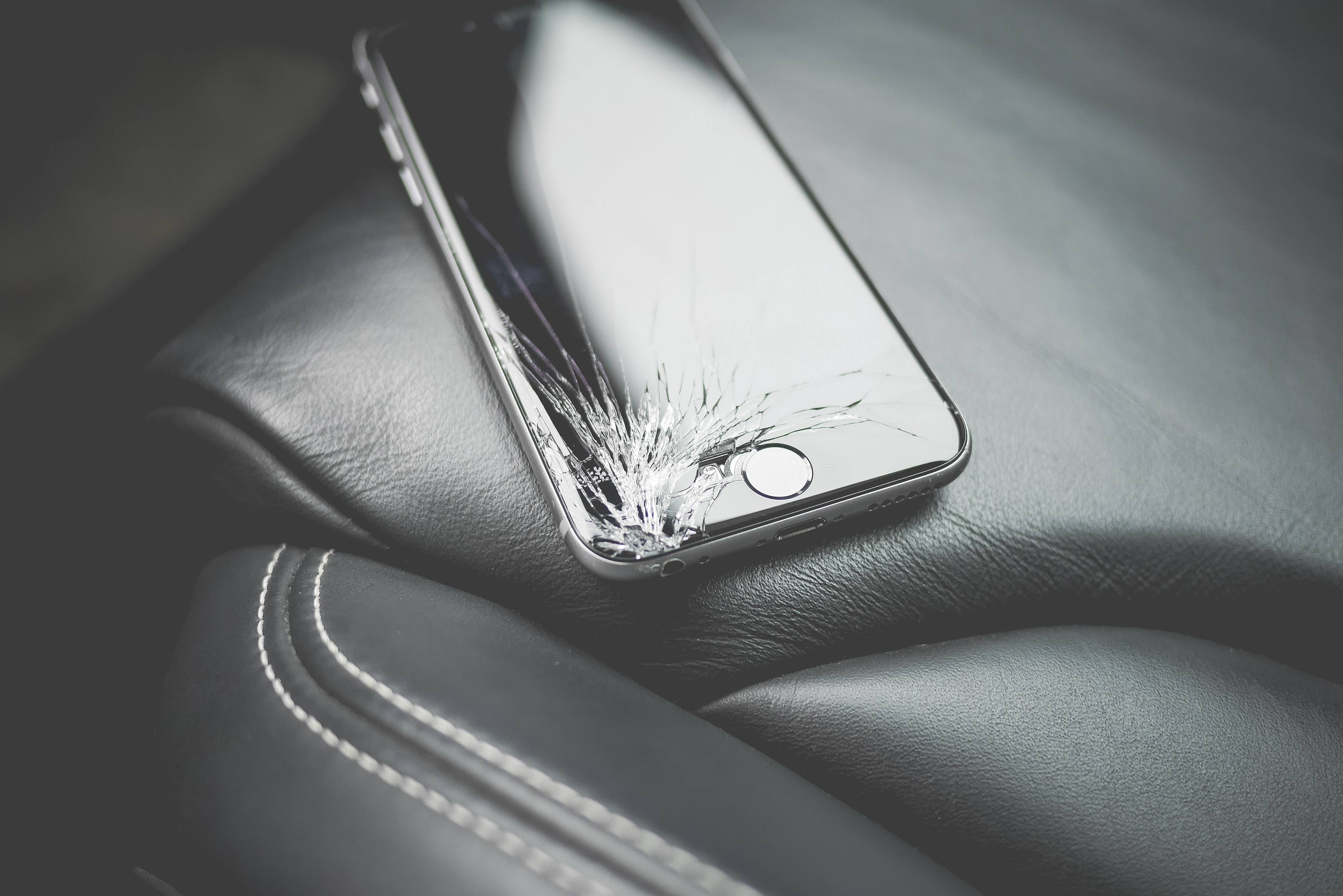 Esta increíble máquina es capaz de reparar la pantalla rota de tu celular en cuestión de minutos