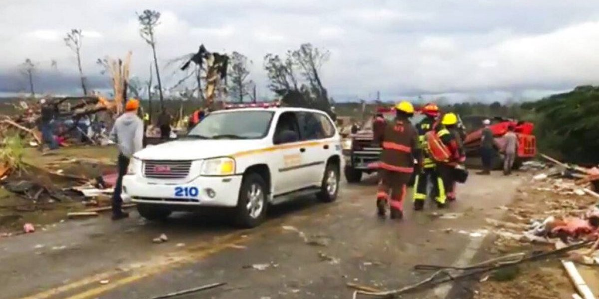 Tornado deja más de 20 muertos en Alabama