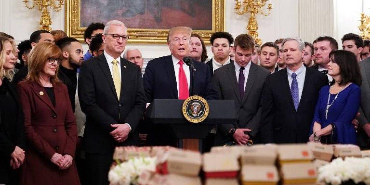 ¿Por qué Donald Trump volvió a servir comida rápida a deportistas?