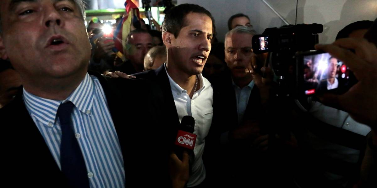 Juan Guaidó llegó a Venezuela y fue recibido por una multitud