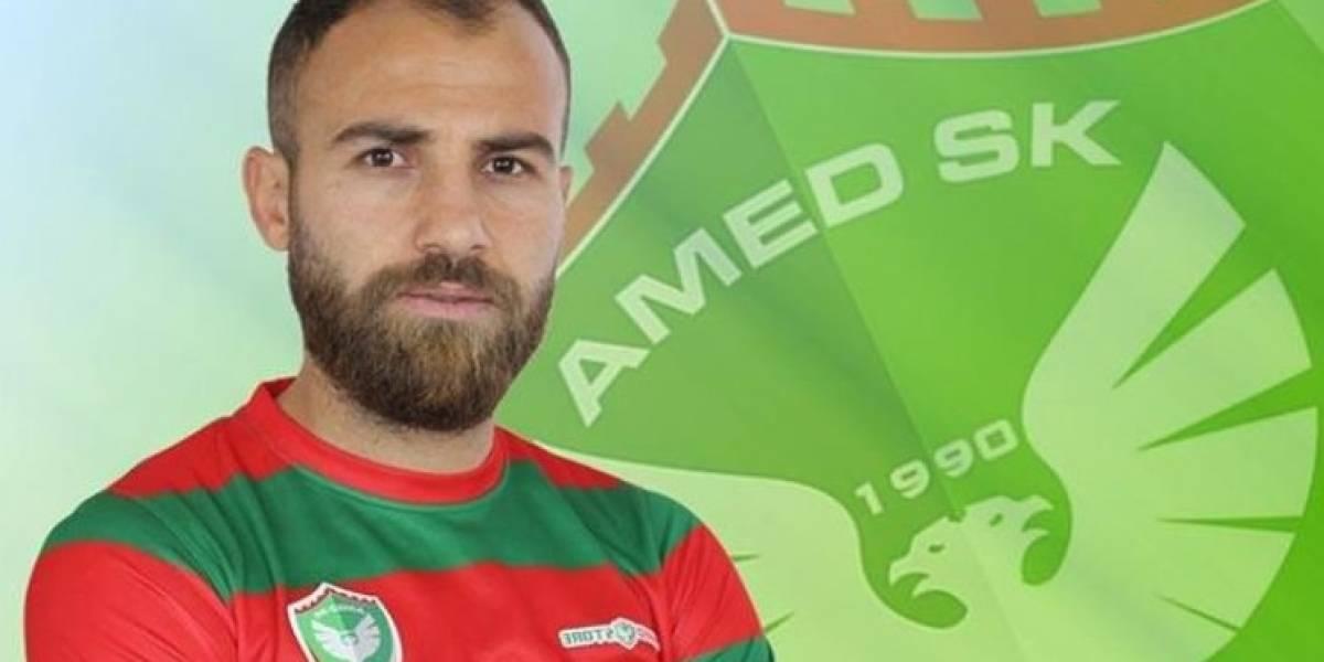 VIDEO. Futbolista de la liga turca hiere a varios rivales con una cuchilla
