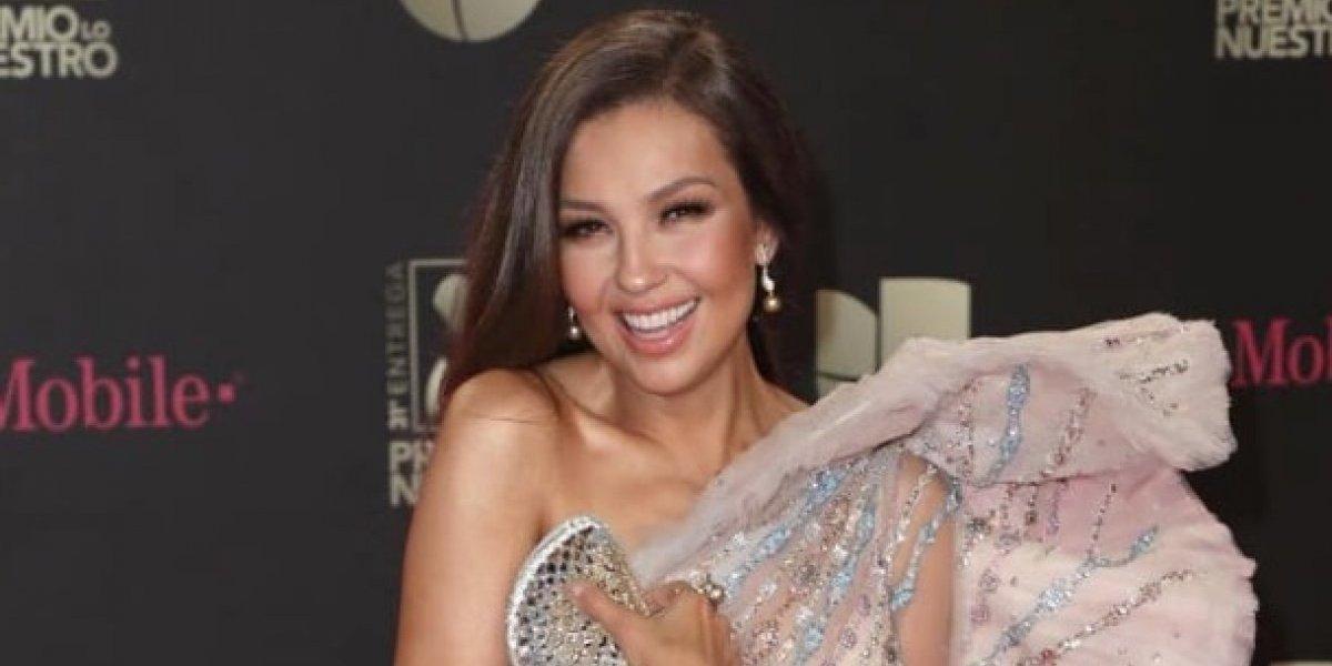 """Thalía muestra foto de las costillas que se quitó, las cuales conserva en """"formol"""""""