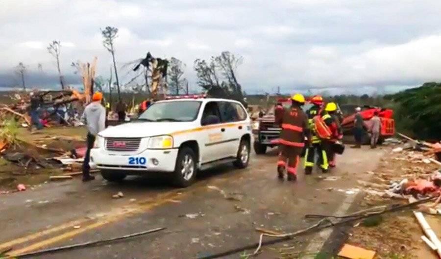 Tornado en Alabama deja varios muertos