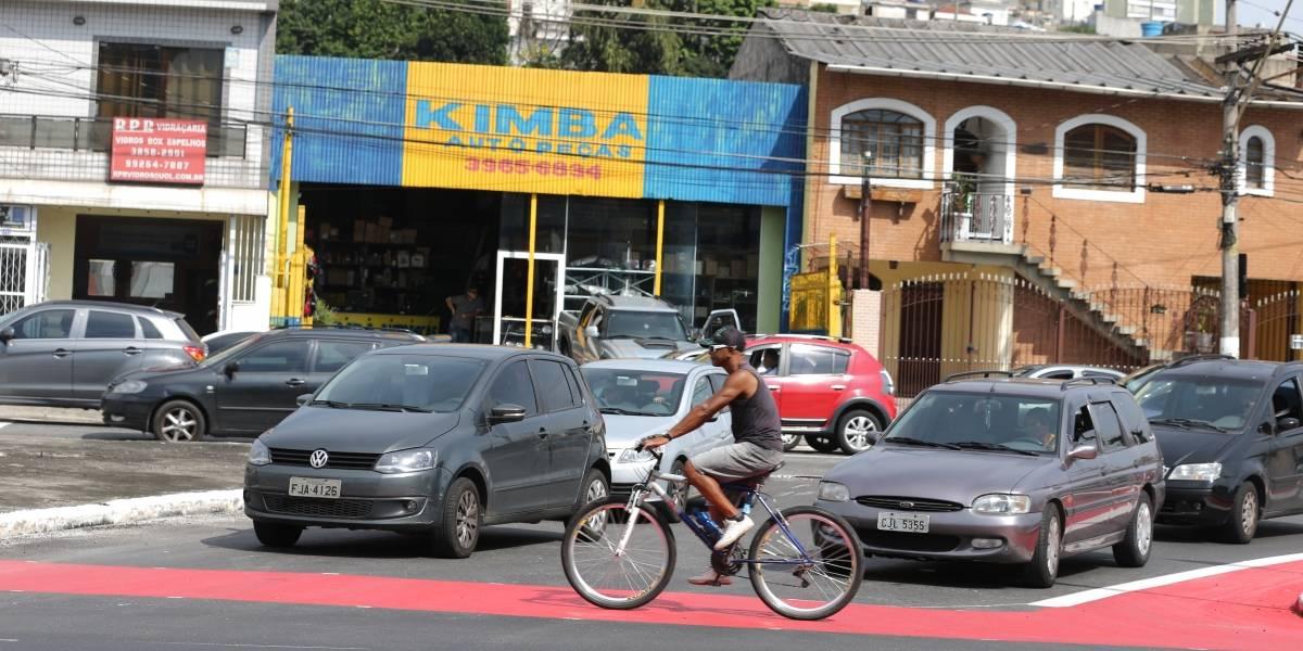 Acidente de carro aumenta congestionamento na zona norte de São Paulo