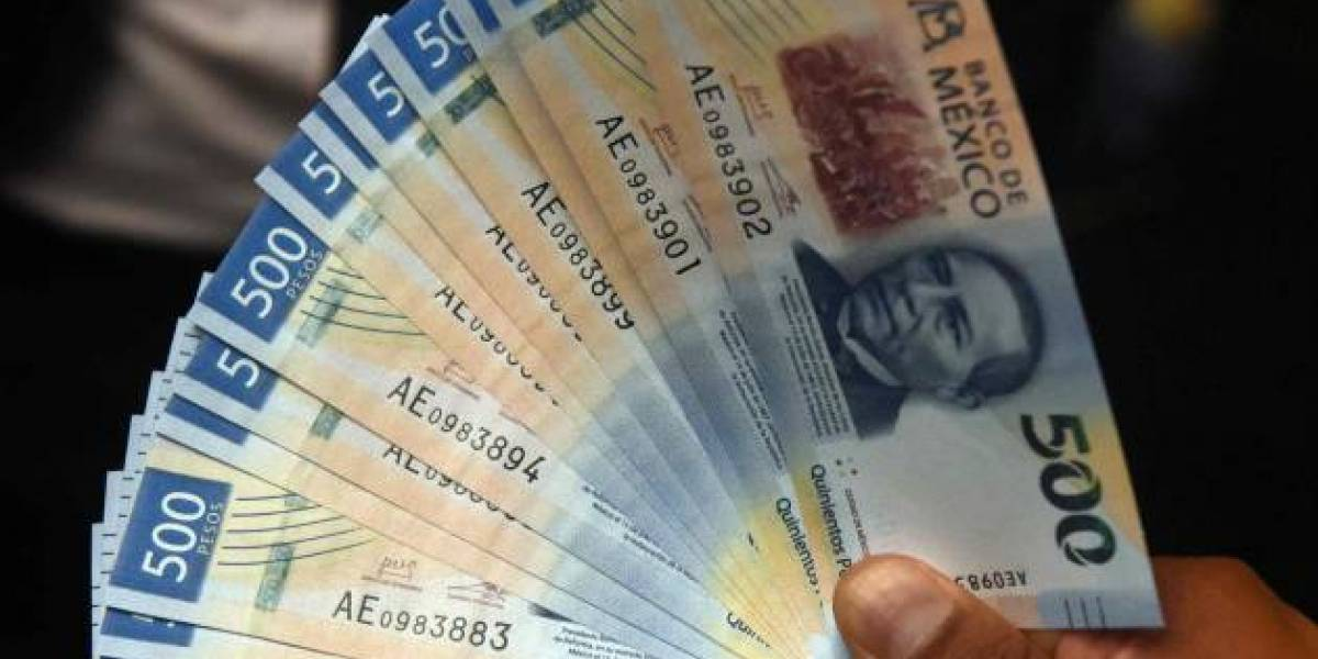 Error en ATM de México hace caer incontables cantidades de billetes de $500
