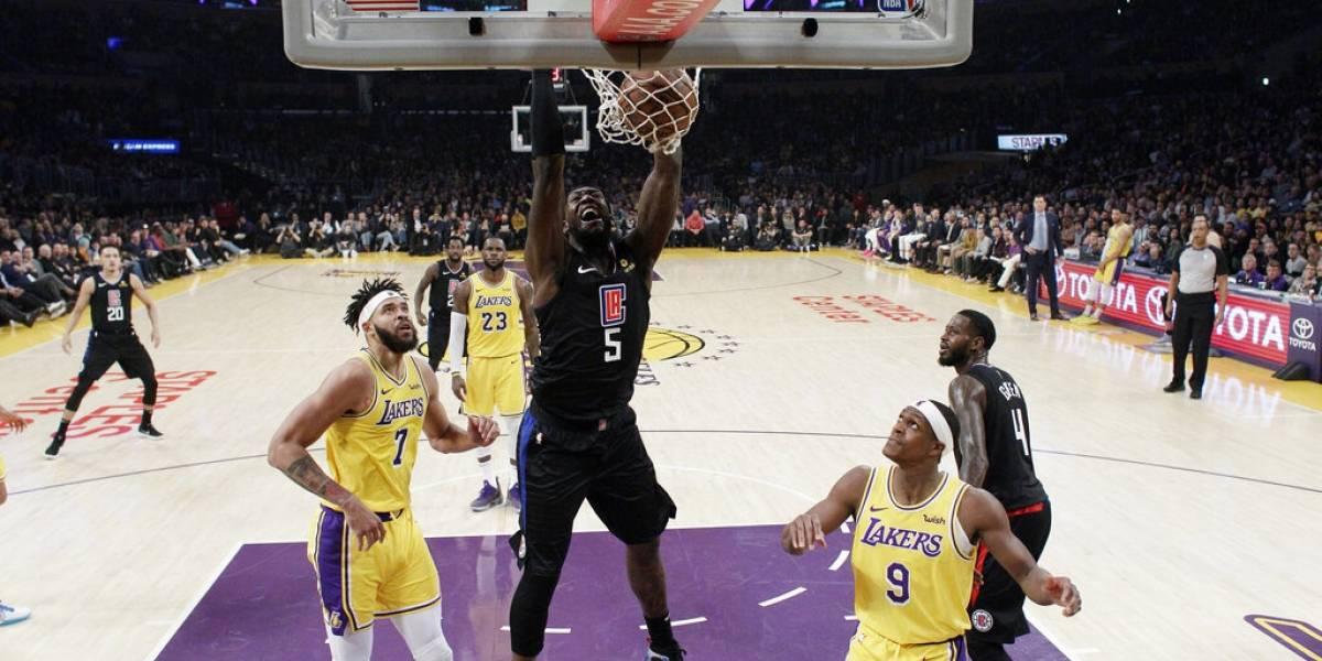 """Los Lakers pierden el """"clásico"""" ante los Clippers y LeBron James quedó cada vez lejos más de los playoffs"""